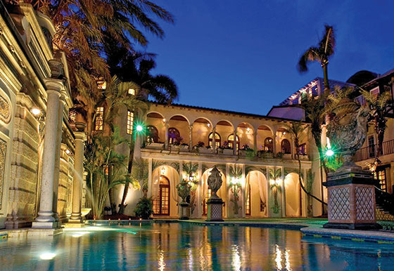 Gianni Versace Casa Casuarina pool night