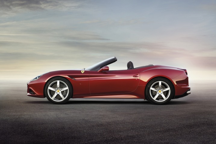 2015 Ferrari California T side