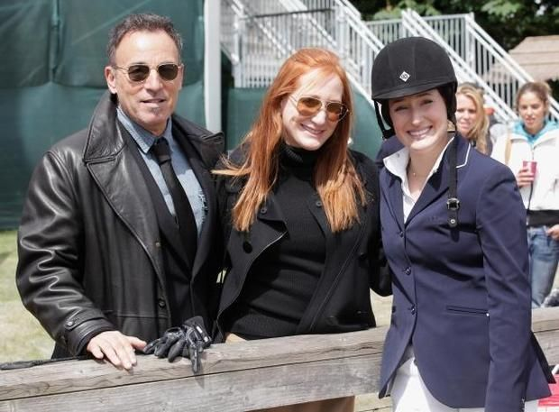 Jessica Springsteen with parents Bruce Springsteen and Patti Scialfa