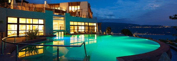 Lefay Resort SPA Lago di Garda pool night