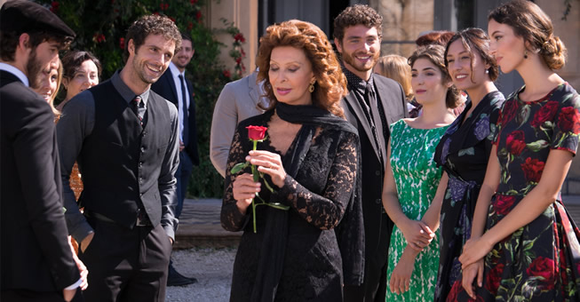 dolce-and-gabbana-sophia-loren-dolce-rosa-excelsa-ad-campaign-backstage-horizontal